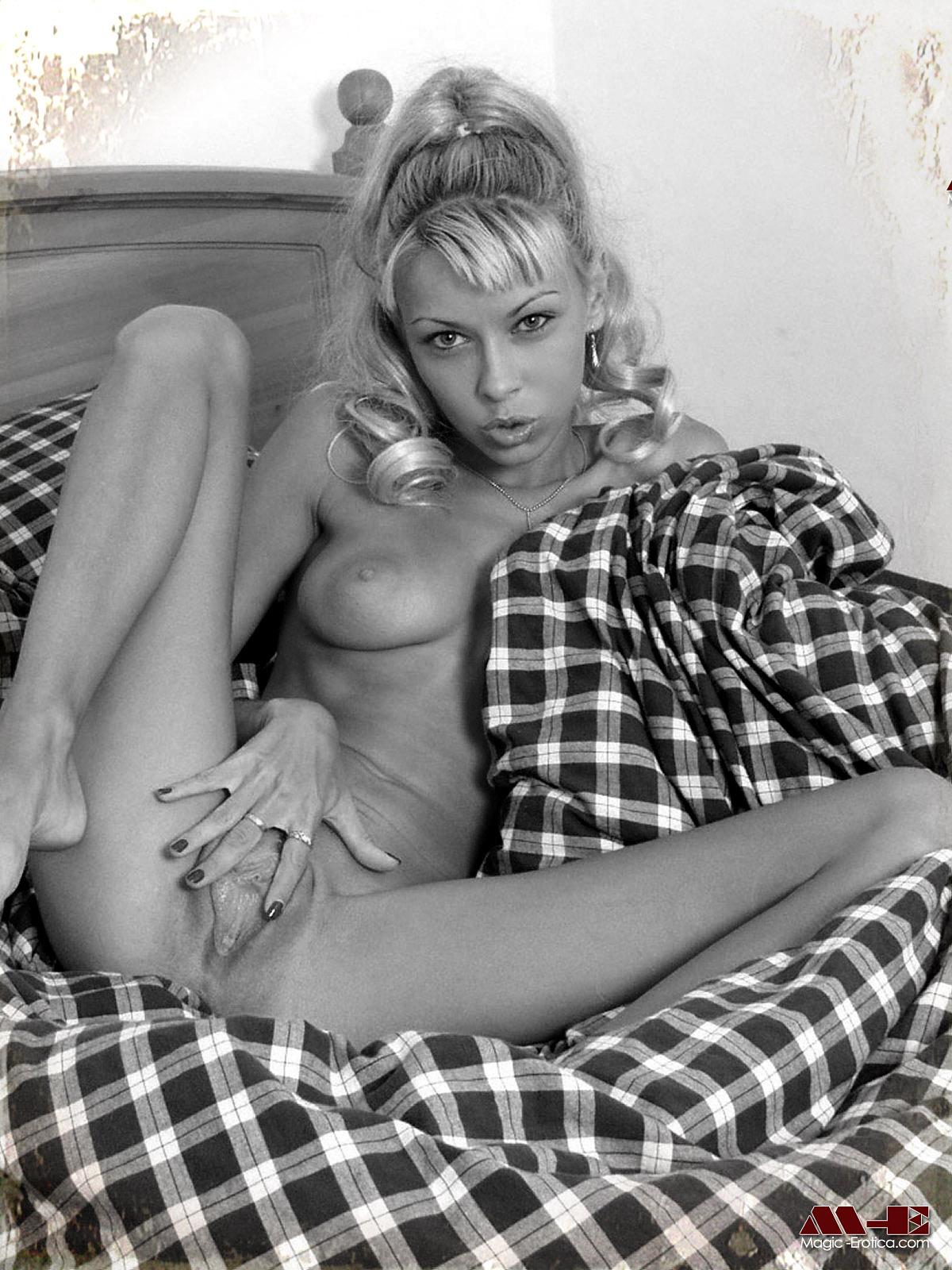 Saexy photo nude scene